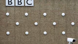 "بريطانيا وروسيا تتبادلان الاتهامات بشأن ""آر تي"" و""بي بي سي"""