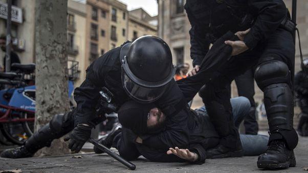 بارسلون صحنه درگیری پلیس و جداییطلبان؛ ۱۱ نفر بازداشت و ۳۲ نفر مجروح شدند