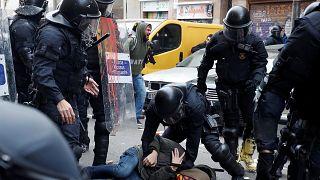 Barselona'da İspanya karşıtı gösteriye polis müdahalesi