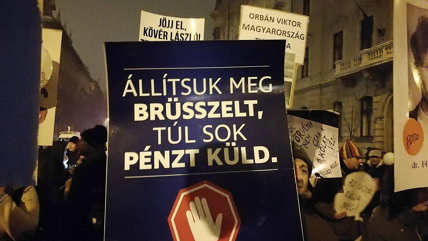 Kormányellenes tüntetést tartottak Budapesten