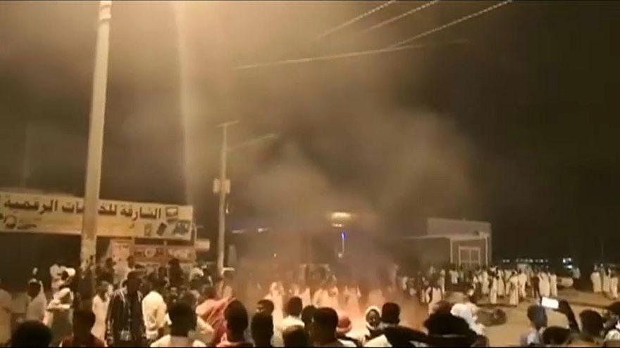 Sudan'da gösteriler devam ediyor: En az 8 kişi hayatını kaybetti