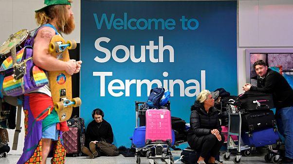 Dronelar nedeniyle 3. kez kapatılan Gatwick Havalimanı'nda seferler yeniden başladı