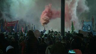 """مظاهرات حاشدة ضد قانون """"العبودية"""" في المجر"""