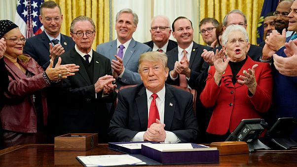 ترامپ یک گام دیگر به دیوار مکزیک نزدیک شد؛ بودجه آمریکا در آزمون سنا