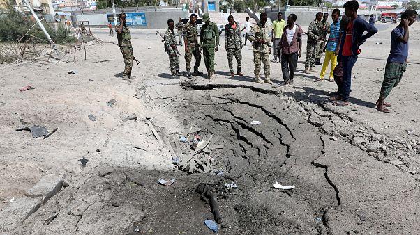مقتل 13 على الأقل في انفجارين في مقديشو وحركة الشباب تتبنى العملية
