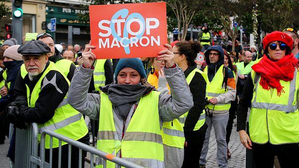 """احتجاجات """"السترات الصفراء"""" تتواصل في فرنسا ومقتل شخص"""
