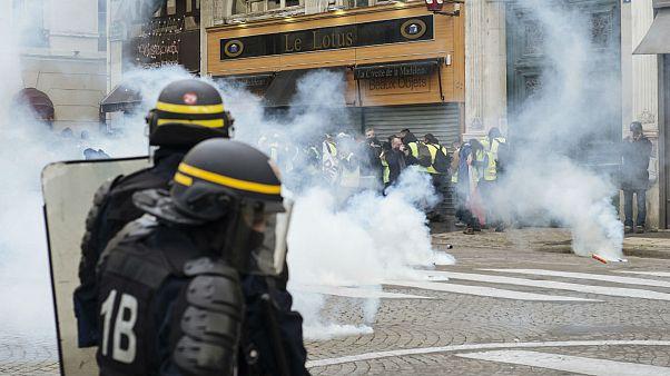 در ششمین شنبه اعتراضی جلیقه زردهای فرانسوی دهها نفر بازداشت شدند