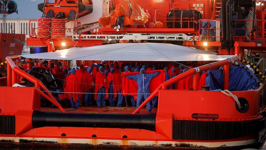 Több száz illegális bevándorlót mentett ki a Földközi-tengerből egy spanyol hajó