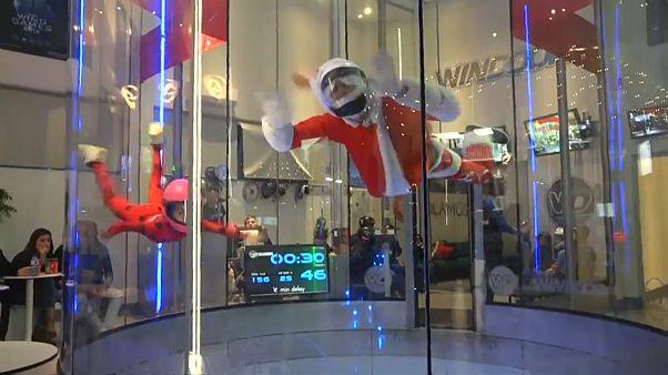 Fliegender Weihnachtsmann in Spanien