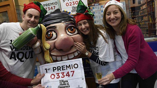 "Spaniards hope to win big in Christmas ""El Gordo"""