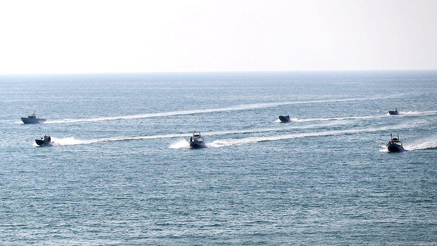 دخول حاملة طائرات أمريكية إلى الخليج وإيران تردّ بمناورات عسكرية