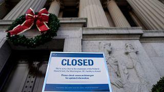 Οργή των τουριστών για το αδιέξοδο Τραμπ-Γερουσίας