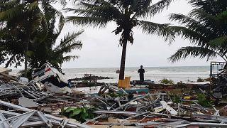 Φονικό τσουνάμι χτύπησε την Ινδονησία - Δεκάδες νεκροί