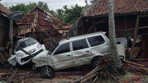 Ινδονησία: Εικόνες απόλυτης καταστροφής-Εκατοντάδες Θύματα