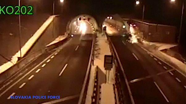 """شاهد: سائق """"يطير"""" في BMW في سلوفاكيا وينجو من حادث مروّع"""