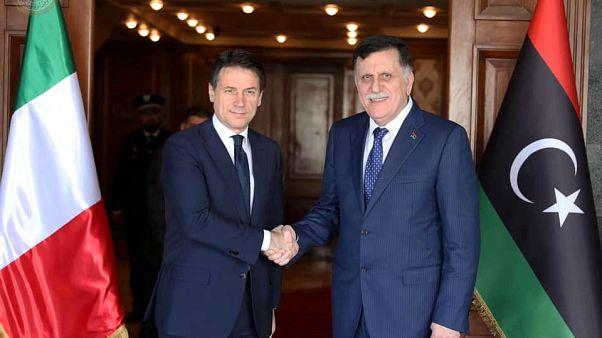 Il presidente del Consiglio italiano Conte con il presidente al-Sarraj