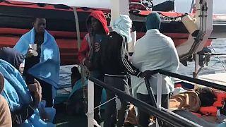 Судно Open Arms с мигрантами примет Испания