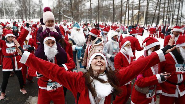 Деды Морозы в Москве поддержали благотворительность