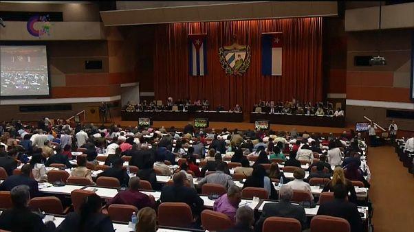 El Parlamento cubano aprueba por unanimidad la nueva constitución