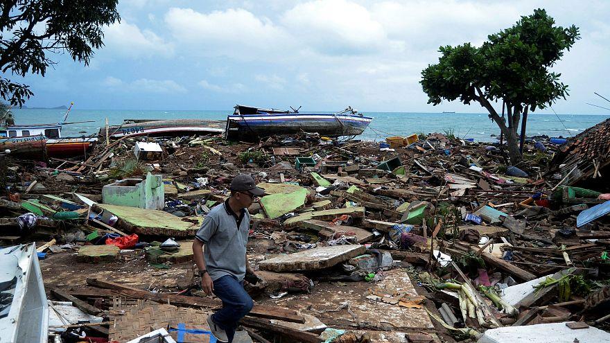 Rajabasa, um mar de destroços