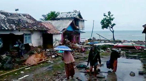Tsunami en Indonésie : les habitants sous le choc