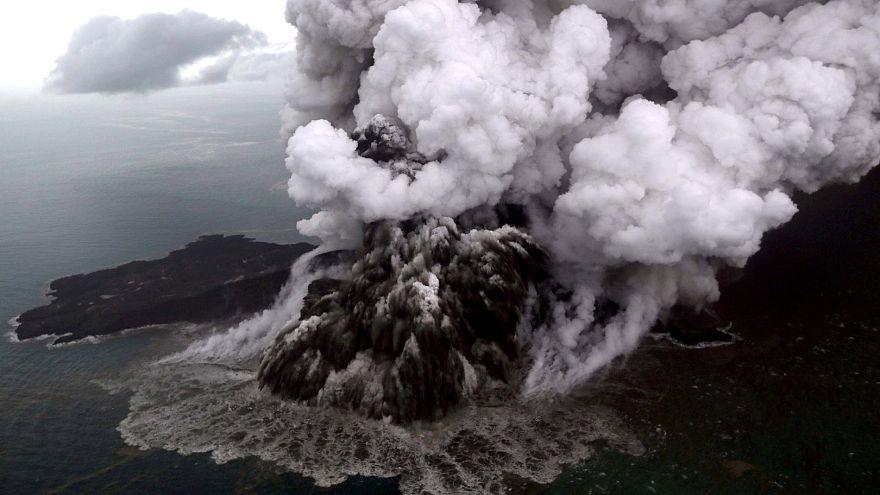 Unterseeischer Erdrutsch und dazu eine Springflut - Ursachen des Tsunami
