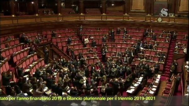 Italia aprueba los presupuestos entre grandes protestas