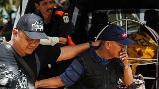 Los muertos por el tsunami en Indonesia ascienden a 373