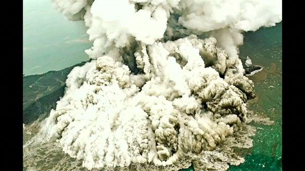 ثوران أناك كراكاتاو - إندونيسيا