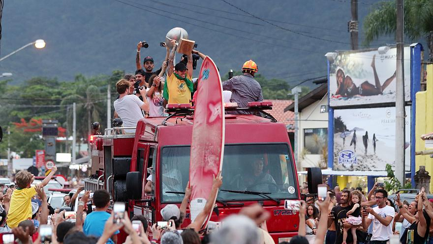 Gabriel Medina recebido como herói nacional