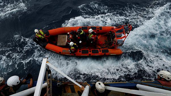 Akdeniz'de göçmenleri kurtaran gemiler sığınacak liman arıyor