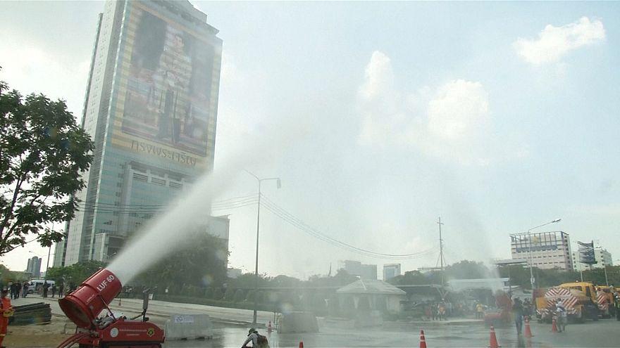 Водяные пушки против грязного воздуха