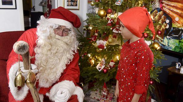 A Che Ora Arriva Babbo Natale.Babbo Natale Dove Sei Ora Euronews