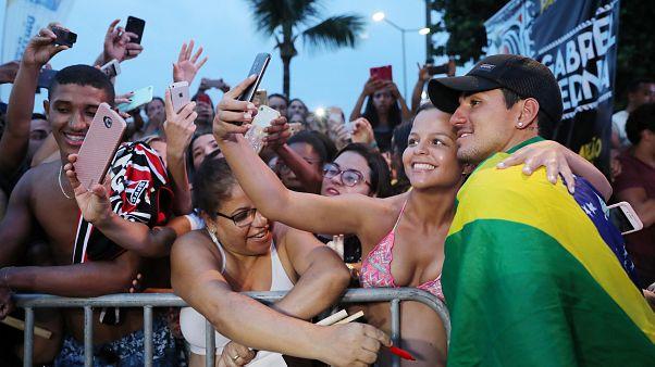 Begeistert empfangen: Surfweltmeister wieder zu Haus