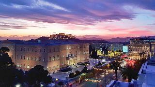 Αυξημένη η εορταστική κίνηση στην αγορά της Αθήνας