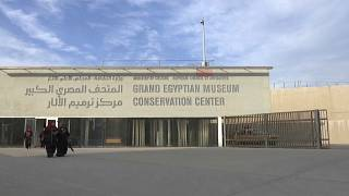 """شاهد: 50 ألف قطعة أثرية ستعرض في """"المتحف المصري الكبير"""" العام القادم"""