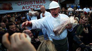 سنت حراج گوشت سال نو در لندن و پیشنهاد قیمت از سوی خریداران