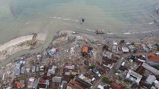 Buscas por sobreviventes na Indonésia