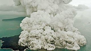 Αγώνας για τον εντοπισμό επιζώντων στα συντρίμμια της Ινδονησίας