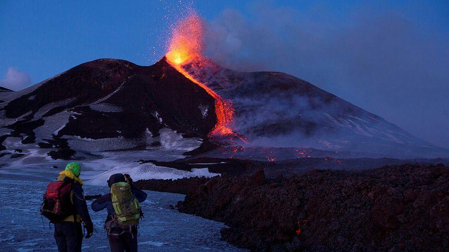 İtalya'da Etna'dan sonra bir yanardağ daha faaliyete geçti