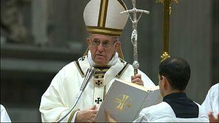 في ليلة عيد الميلاد: البابا يوصي خيرا بالفقراء ويحذر من المادية