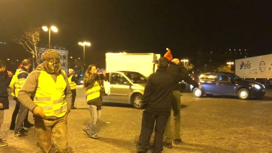 متظاهرو السترات الصفراء في باريس 24-12-2018