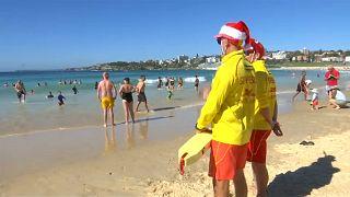 Sur une plage de Sydney ou à la messe de minuit... c'est Noël!