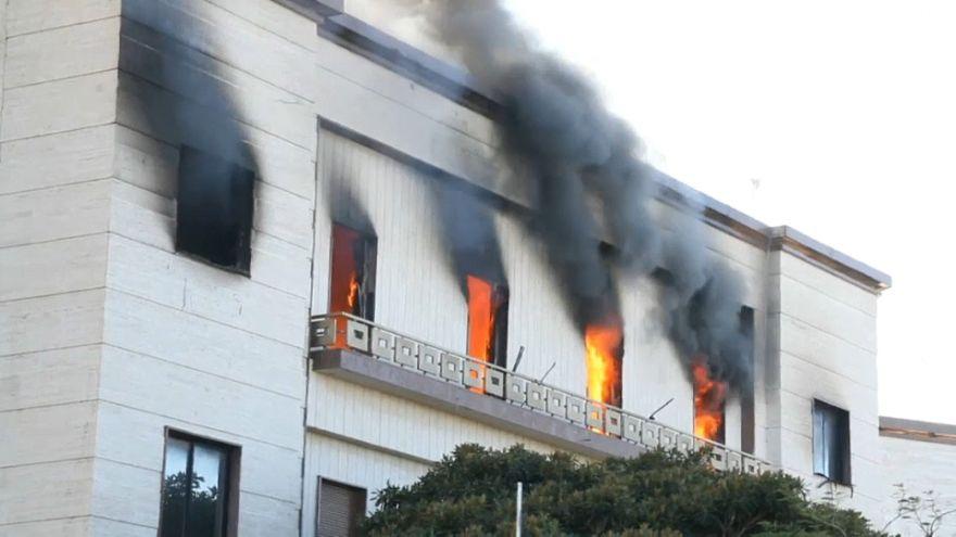 احتراق مقر الخارجية الليبية في العاصمة طرابلس