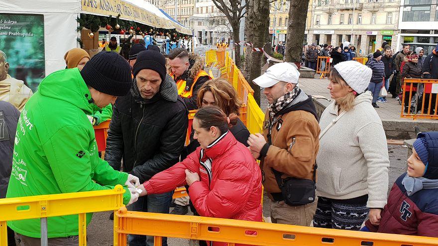 Kedden is 1600 tál ételt osztottak szét a krisnások