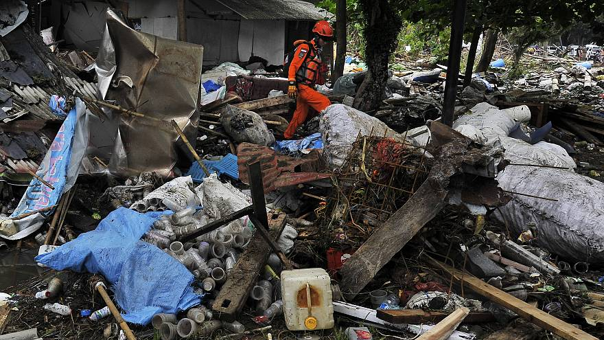 Endonezya'yı vuran tsunamide ölü sayısı 400'ü geçti