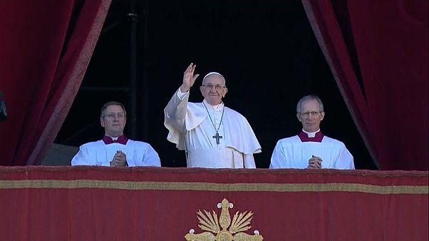 Tutti i colori del Papa per l'unità della Terra