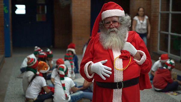 شاهد كيف احتفل المسيحيون بأعياد الميلاد في باكستان وأستراليا وكولومبيا والكونغو