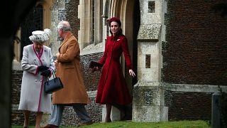 شاهد: العائلة المالكة البريطانية تتوجه لقداس عيد الميلاد