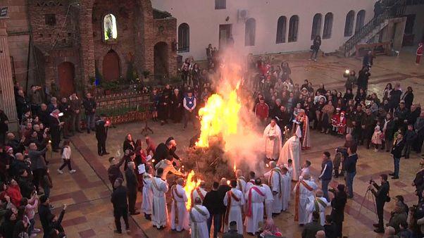 شاهد: مسيحيو العراق يحتفلون بعيد الميلاد بهدوء بعد دحر داعش من البلاد